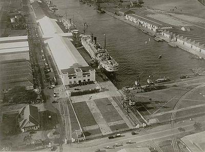 Harbour of Tanjung-Priok , pre-war
