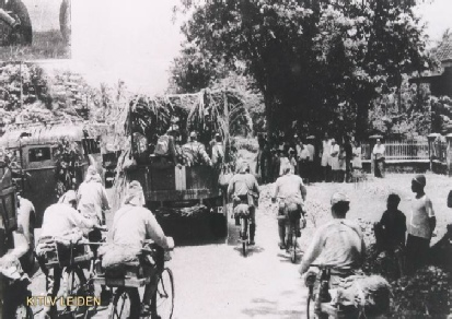 Japanese troops enter city2