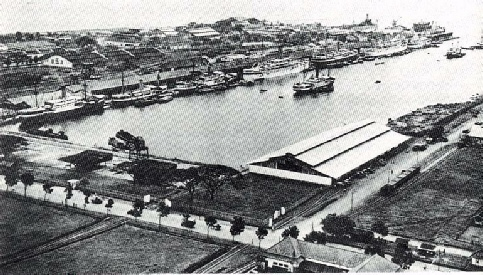 The harbour of Tanjung-Priok just before the Second World War.